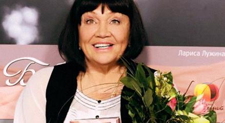Лариса Лужина: Она была в Париже…