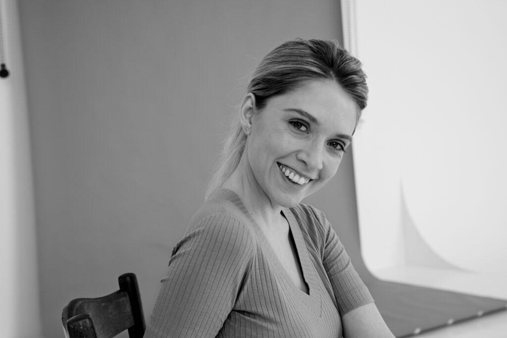 Солнечная улыбка блондинки Sabrina D